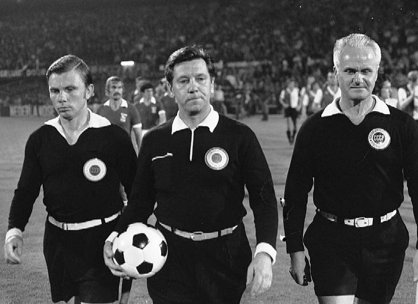 История судейства в футболе